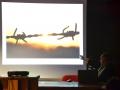 Franca Bastianello di Restiamo Umani Con Vik presenta una foto di Haitham Al Khatib. Credits Valentina Zanaga
