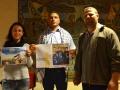 Il fotografo Haitham Al Khatib accanto al mediatore culturale Nabil Labidi e ll'interprete Anna Clementi del Coordinamento per il Medio Oriente  impegnati nella campagna a sostegno della liberazione del prigioniero palestinese Murad. Credits Valentina Zanaga