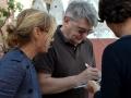 Alexander Sokurov firma un autografo sulla terrazza dell'Excelsior alla 72a Mostra del Cinema di Venezia. Foto Valentina Zanaga