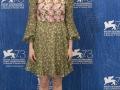 Venezia 73. L'attrice Emma Stone sul Red Carpet di La La Land. Credits Octavian Micleusanu