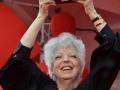 3677 Thelma Schoonmaker esibisce il Leone d'oro alla carriera sul red carpet, 71. Mostra d'Arte Cinematografica, Venezia 2014. Credits Valentina Zanaga